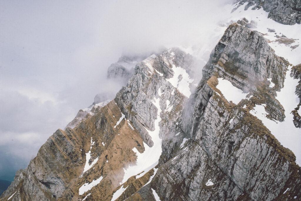 Mountain Spirit GmbH_Ausruestung_Wandern_Berge_Wolken